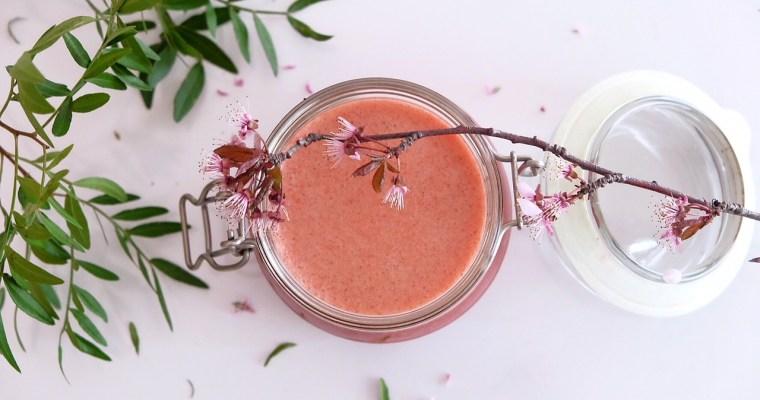 Smoothie à l'eau de coco, fraises et aloe vera