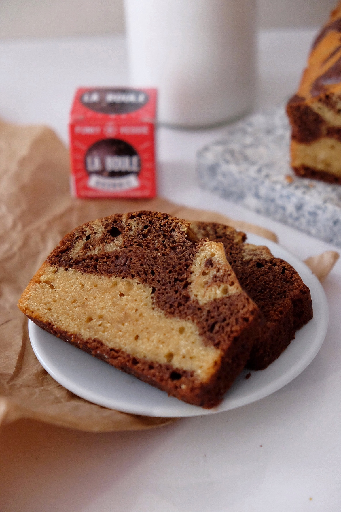Two flavored sponge cake: chocolate and almonds