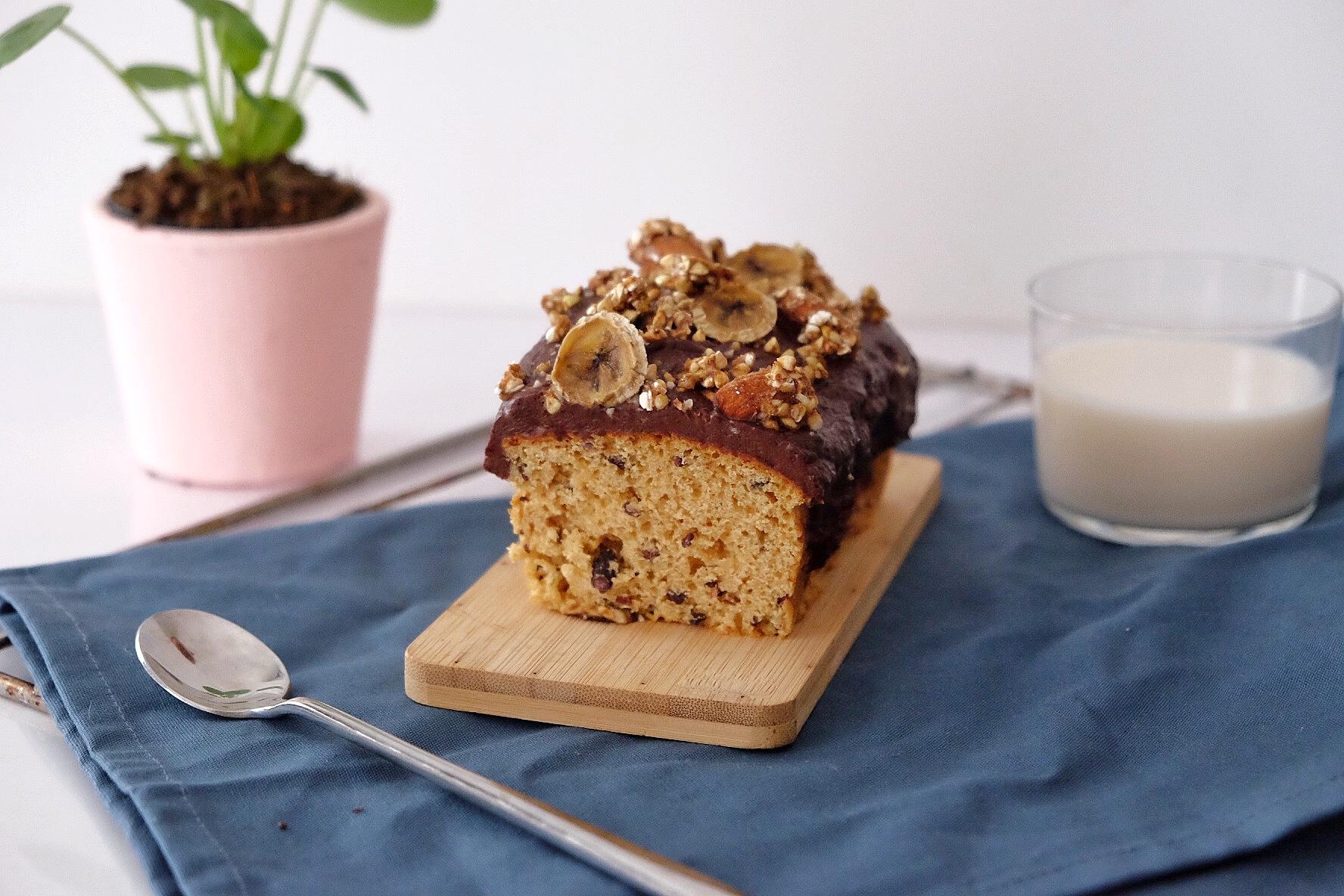Vegan cake with orange blossom water and crispy muesli