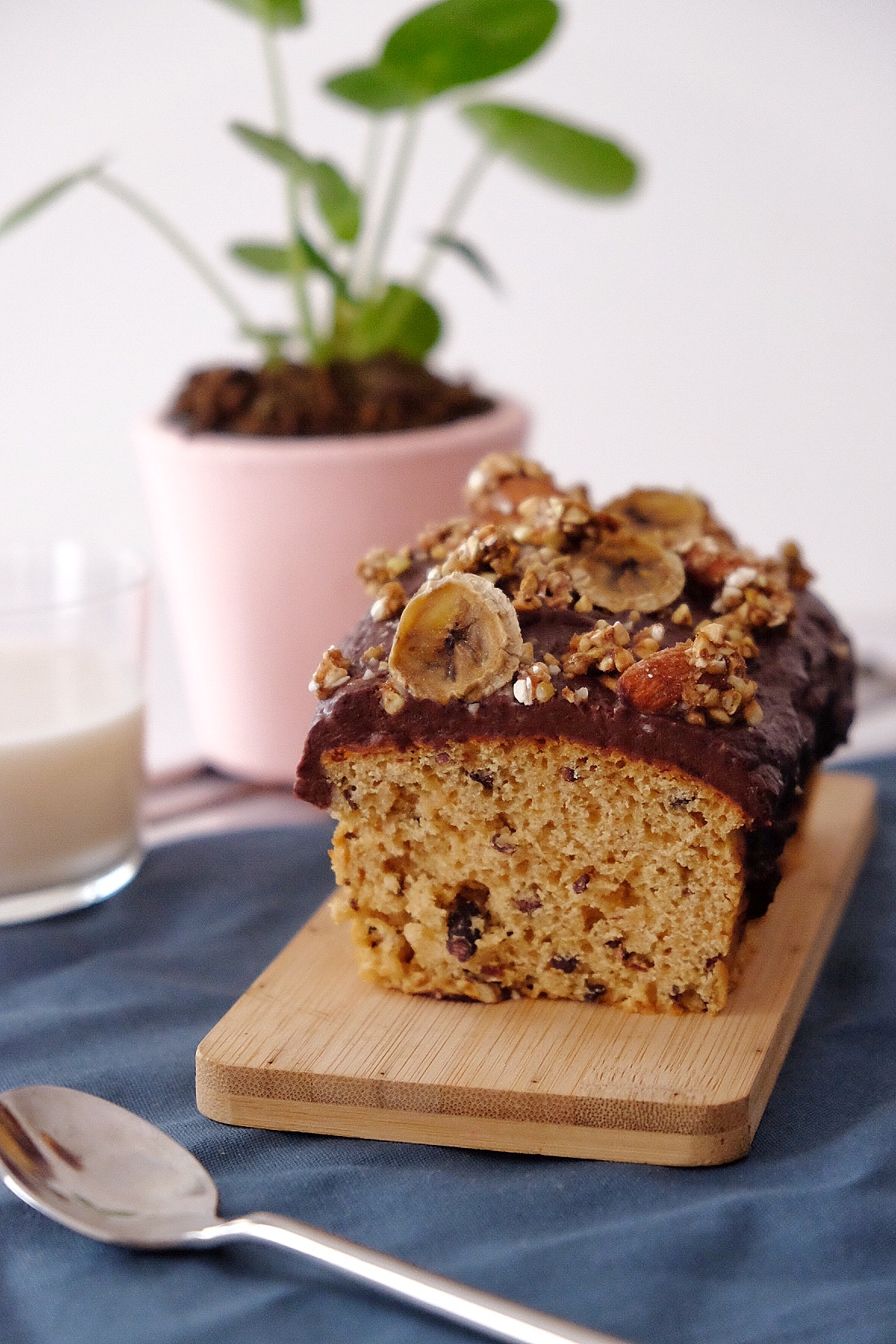 Vegan cake with orange blossom water and crispy muesli