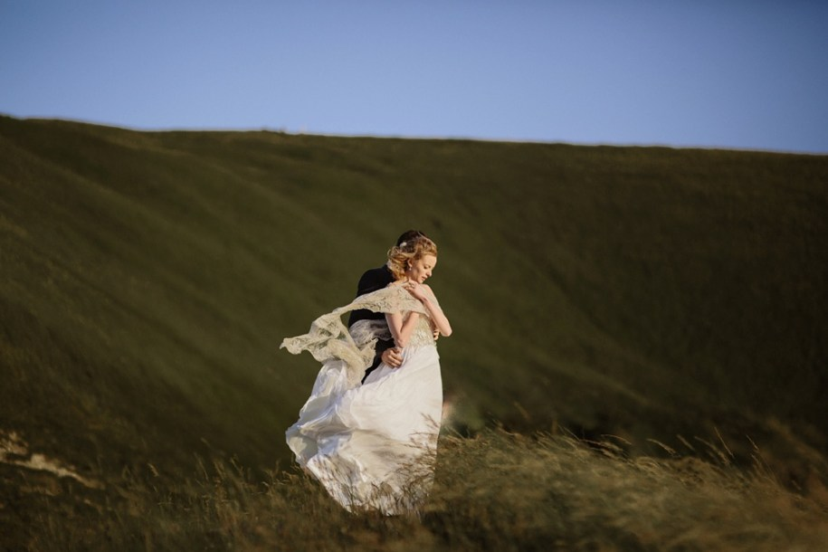 bride and groom on white horse hill in oxfordshire