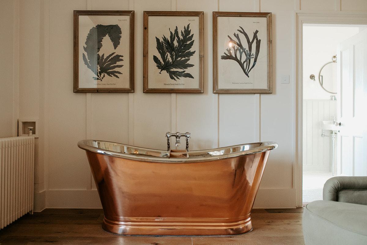 copper tub hyde house wedding venue in bridal suite