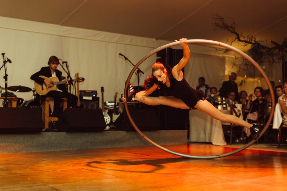 acrobatic musicians for wedding and events entertainment ideas