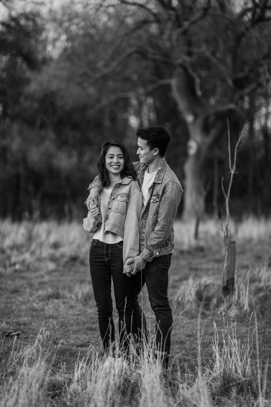black and white engagement portraits at broadway tower