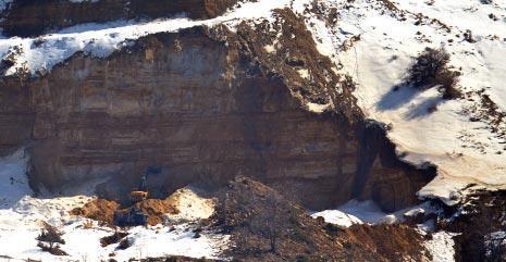 مرملة جبل فقرا: «ميخا» أقوى من القانون
