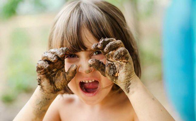دراسة جديدة: طفلك بحاجة للميكروبات وليس للأدوية!