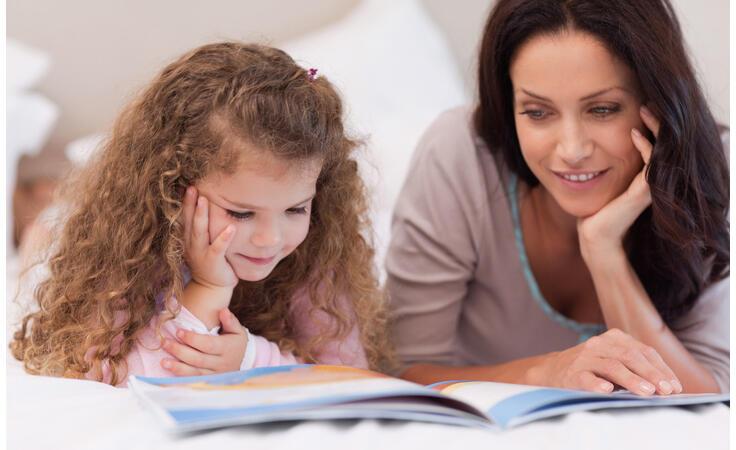 قصّة ما قبل النوم.. وقت متميّز مع طفلك فكيف تجعلينه مفيداً؟