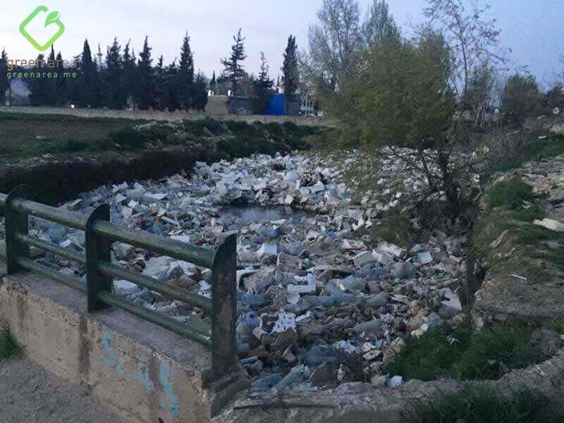 الليطاني يئنّ بقاعا… النفايات تسد مجراه وحالة طوارىء مؤجلة