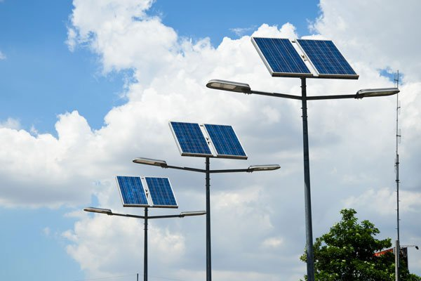 الكتيبة الإسبانية تنير المناطق الجنوبية بالطاقة الشمسية