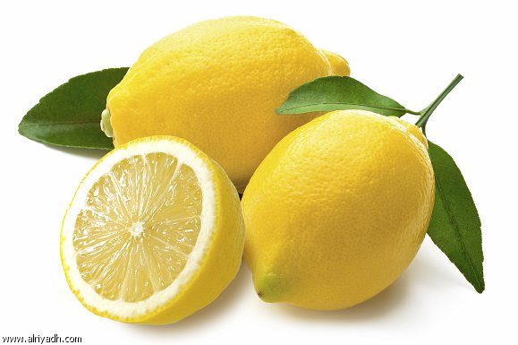 يستطيع الليمون أن يقتل البكتيريا لأنه يحتوي أحماضاً قوية تعمل مثل مادة للتنظيف