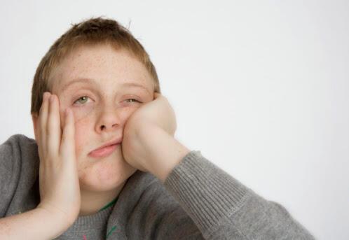 أكثر من 85 في المائة  من الناس يميلون إلى إصدار أصوات غريبة عند شعورهم بالملل