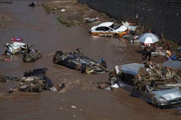 الصين تنقذ 49 سائحاً تقطعت بهم السبل على جزيرة بسبب إعصار