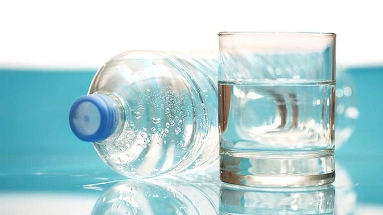 المياه المعدنية مضرة بالأسنان