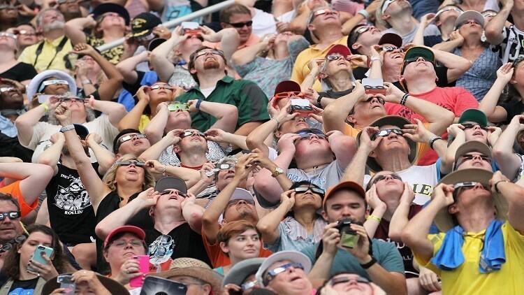 ماذا يحدث للعين بعد كسوف الشمس؟