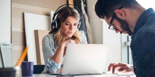 الاستماع للموسيقى المبهجة قد ينتج أفكاراً مبتكرة