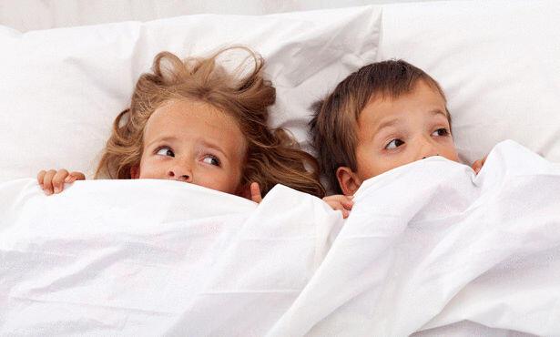 طرق لترغيب الأطفال بالنوم في فراشهم