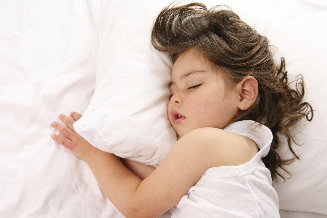 كيف أجعل طفلي ينام طوال الليل؟