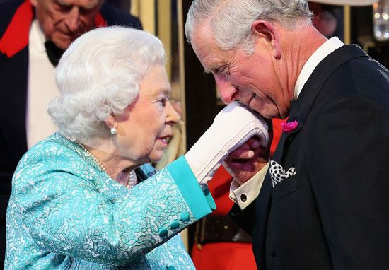 ملكة بريطانيا تتنحى تدريجياً!