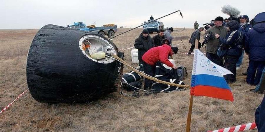 """""""سويوز"""" الروسية تعيد رواد الفضاء إلى الأرض بنجاح"""