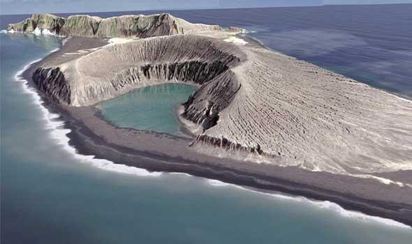 جزيرة  في المحيط الهادئ..  بسبب الرماد البركاني