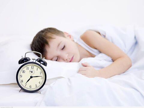 كيف تجعلين أولادك ينامون باكراً؟