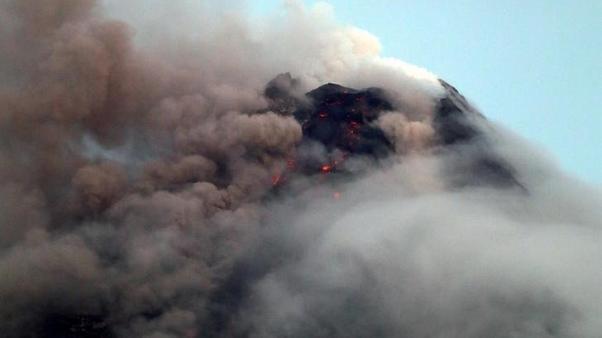 الفلبين تغلق مزيدا من المدارس إثر ثوران بركان جبل مايون