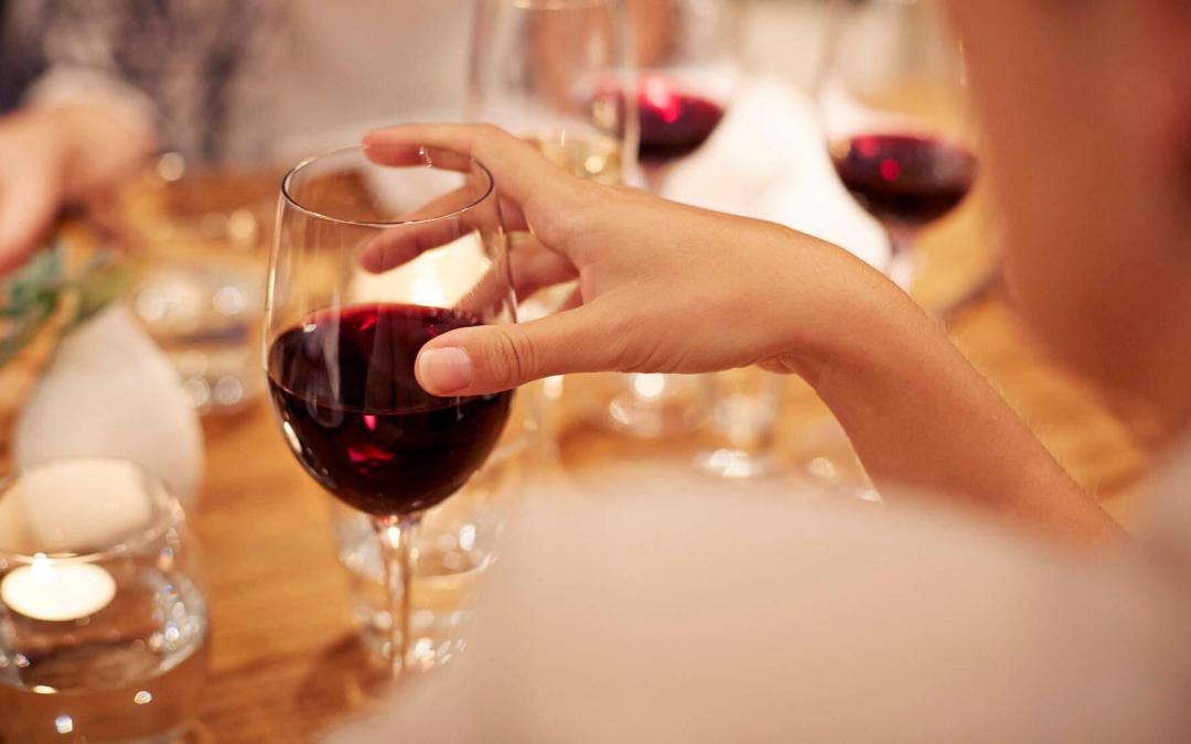 Voici ce qui peut arriver à votre corps lorsque vous découpez de l'alcool