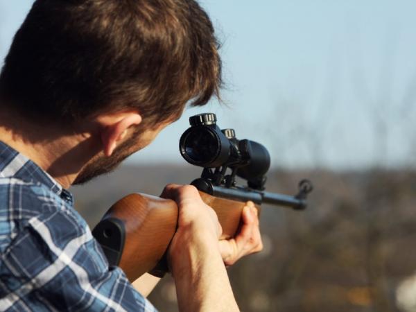 La caza furtiva es un delito grave.