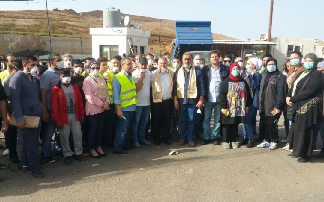 اعتصام لهيئة طوارىء طرابلس أمام مركز فرز النفايات في المحجر الصحي احتجاجا على انتشار الروائح في المدينة