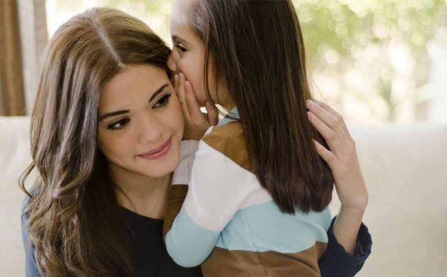 لماذا تحول طفلي الى ثرثار وكيف اتعامل معه؟