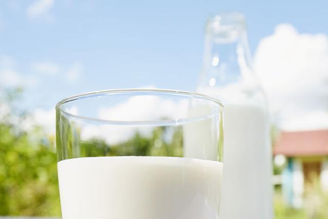 """زجاجة الحليب تفقد ما يعادل ثلثي محتواها من فيتامين """"ب"""" إذا وضعت حوالى ساعتين في ضوء النهار"""