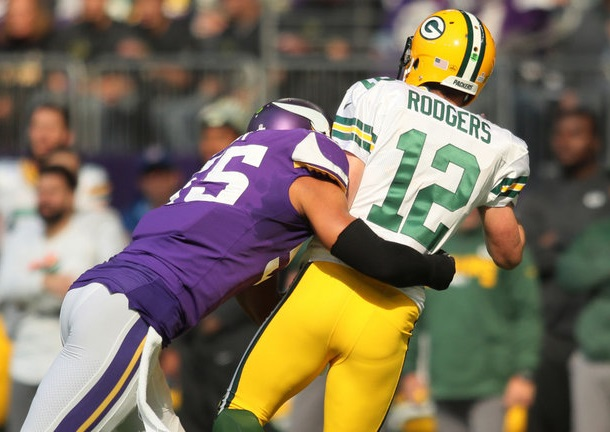 skysports-aaron-rodgers-green-bay-packers-minnesota-vikings-anthony-barr_4129400