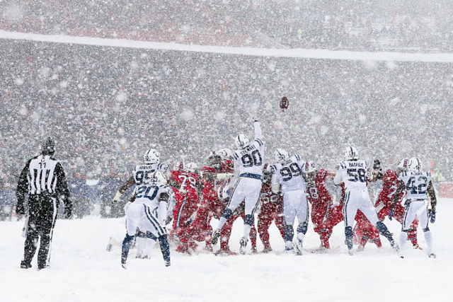 More Colts Bills in Snow _OP_4_CP__1512937021095_73996347_ver1.0_640_480