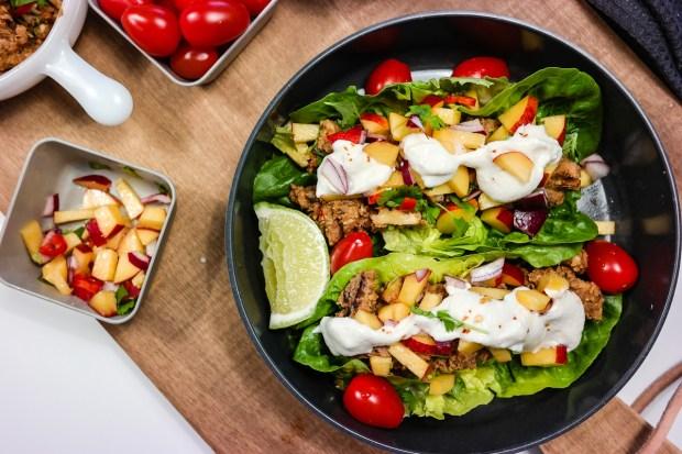 No meat needed! Veggistaco i hjertesalat med proteinrikt fyll. Yum!