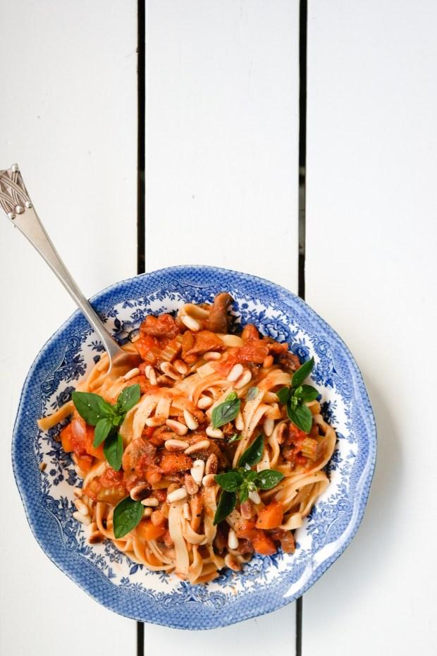 Lag vegansk pasta bolognese