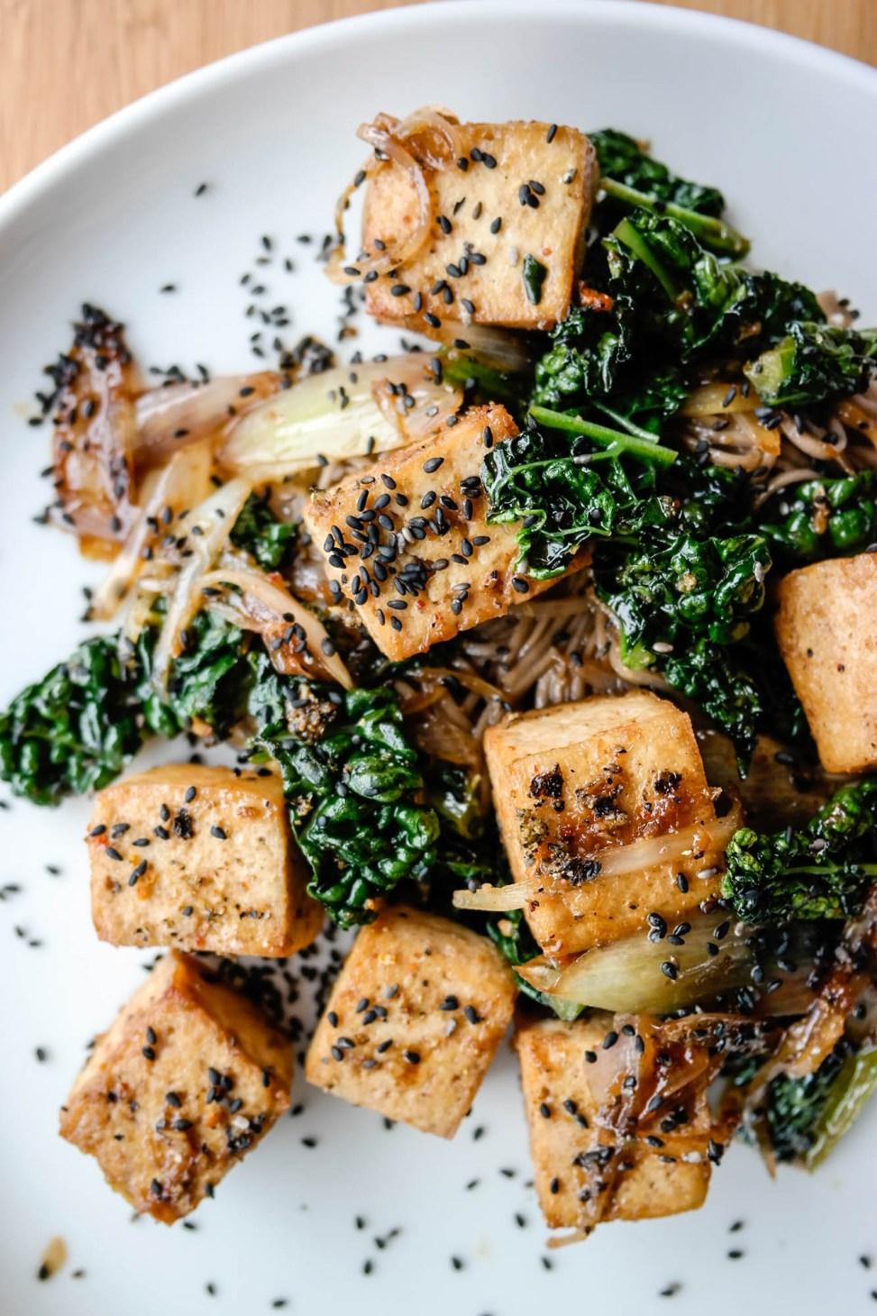 Togarashi tofu er simpelthen tofu med japansk krydderblanding - og det smaker så himla digg!