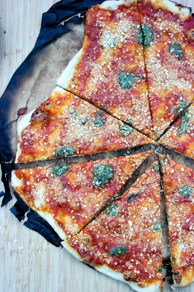 Pizza på grillen er både veldig lett og veldig, veldig godt!