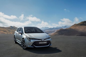 2018_toyota_corolla_touring_sports_04