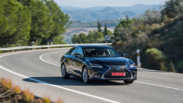 [TEST] Lexus ES 300h legt je in de watt(en)