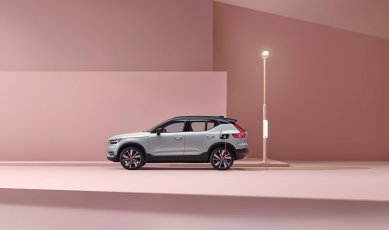 259202_Volvo_XC40_Recharge_P8_AWD_in_Glacier_Silver