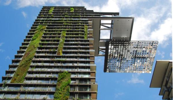Green Building_Hanging gardens of One Central Park_Sydney