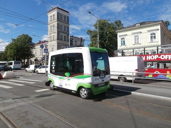 EasyMile driverless bus