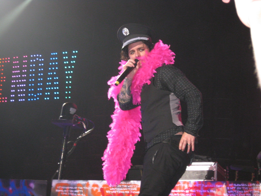 Hot Pink and Fluffy - Billie Joe Armstrong - Green Day - Las Vegas, 2009. Photo by Cheryl McCloskey.
