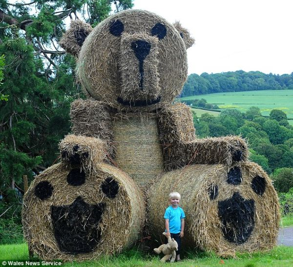 18 ft Taddy Bear by Phil Gwilliam
