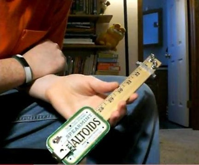 Altoid guitar