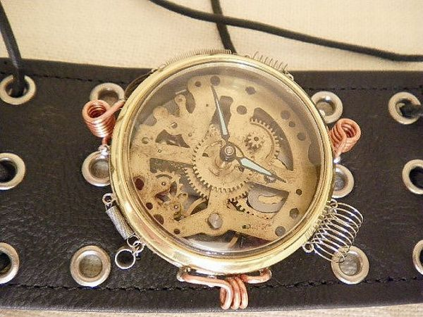 Handmade, recycled steampunk time piece 2