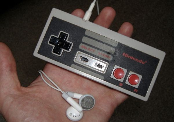 iPod Shuffle Mod made from NES Controllers