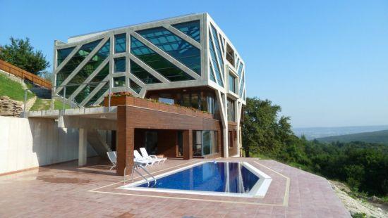 large sustainable tree house 1