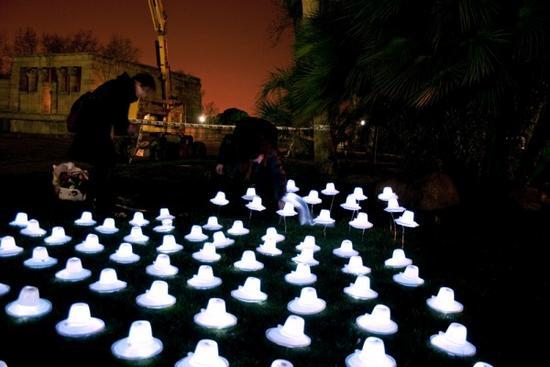 luzinterruptus aliens in picnic light art installa