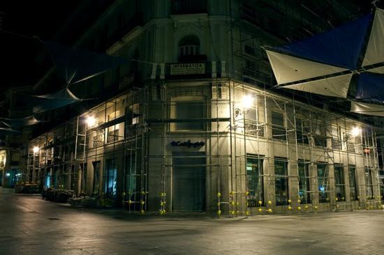 luzinterruptus urban nest light art installation 1
